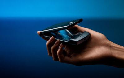 Il Motorola Razr torna per essere lo smartphone pieghevole più comodo